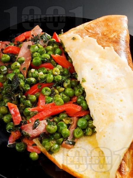 Френски омлет с грах, чушки и праз лук - снимка на рецептата